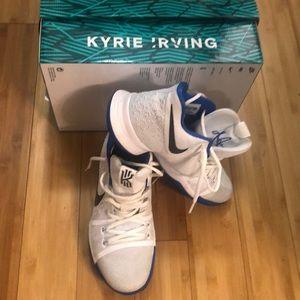 Men's Nike Kyrie 3 size 10